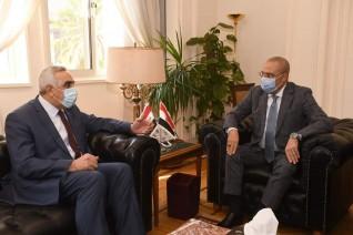 وزير الإسكان والسفير العراقى بالقاهرة يبحثان سبل التعاون المشترك