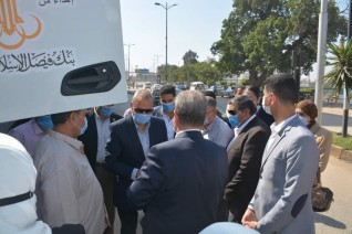 محافظ القليوبية يتسلم سيارة قلاب 50 طن تبرعا من بنك فيصل الاسلامي