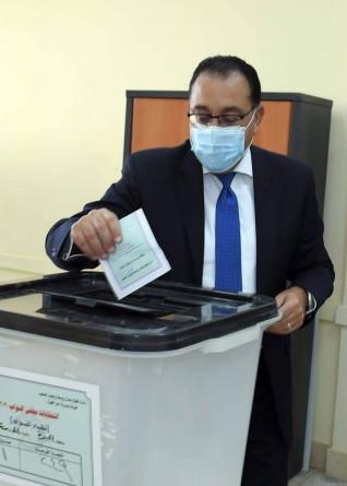 رئيس الوزراء يدلى بصوته في انتخابات مجلس النواب بالمدرسة المصرية اليابانية بالشيخ زايد