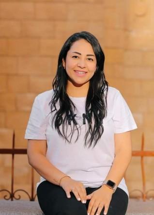 """إيمان جمال تتعاقد على تقديم برنامج """"الصيدلة"""""""