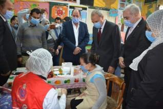 محافظ القليوبية يدشن الحملة القومية لتطعيم تلاميذ المدارس ضد الديدان المعوية