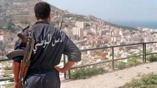 الجزائر تعلن اعتقال أربعة متشددين واستسلام خامس