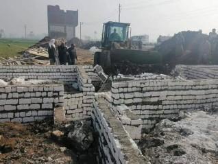 إزالة 8 حالات تعد بالبناء على الأراضي الزراعية بمركزي مطاي وبني مزار بالمنيا