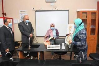 محافظ قنا يتفقد المنظومة التعليمية بمدرستي النيل والمصرية اليابانية