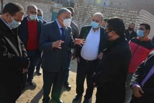 محافظ المنيا يحيل رئيس حي جنوب سمالوط وفني التنظيم للتحقيق