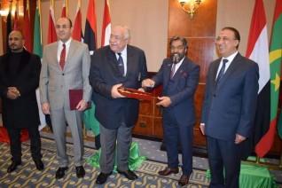 رئيس الأكاديمية الدولية لبناء الأجسام واللياقة البدنية بدبي يهنئ الدكتور عادل فهيم