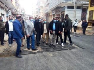 محافظ الشرقية يُفاجئ مدينة بلبيس لمتابعة أعمال الرصف والتجميل
