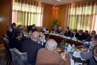 محافظ القليوبية يترأس اجتماع مجلس إدارة المناطق الصناعية بمدينة الخانكة