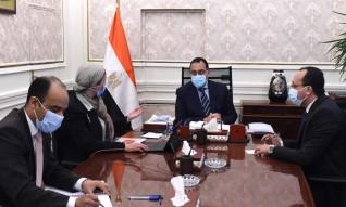 رئيس الوزراء يتابع مع وزيرة البيئة ملفات عمل الوزارة