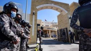 حادثة السلط بالأردن.. توقيف مسؤولين بتهمة التسبب بالوفاة