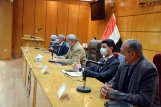 محافظ القليوبية يعقد اجتماعا لمتابعة أعمال تطوير طريق شركات البترول