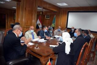 محافظ القليوبية يناقش دفع الأعمال بممشى النيل وتطوير الكورنيش بمدينة بنها