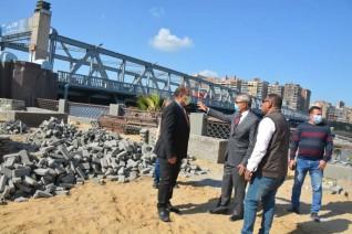 محافظ القليوبية يتفقد أعمال رصف شارع 8 ويتابع أعمال تطوير كورنيش النيل بمدينة بنها