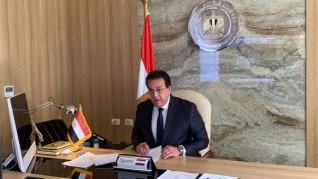 وزير التعليم العالي يستعرض تقريرًا حول اجتماع المجلس الأعلى لشئون الدراسات العليا والبحوث