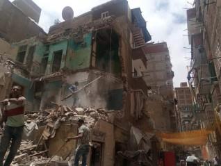 إزالة أحد العقارات غرب الإسكندرية بمعاونة المجتمع المدنى
