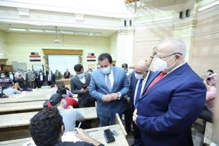 وزير التعليم العالي ورئيس جامعة القاهرة يتفقدان لجان امتحانات نهاية العام الدراسى