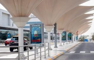 مطار أبوظبي الدولي يتحول لمتحف حافل بالألوان والأضواء