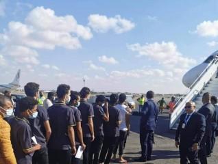 منظمة الحق: إعادة المصرين على طائرة خاصة ترجمة فعلية لتوجهات السيسي