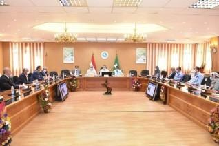 محافظ الشرقية يجتمع  بمجلس إدارة المناطق الصناعية لمناقشة المتعلقات  بمستثمري منطقة بلبيس