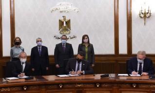 رئيس الوزراء يشهد توقيع اتفاقية إنتاج الهيدروجين الأخضر بكميات تتراوح بين 50 – 100 ميجاوات