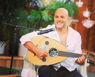 بمناسبة المولد النبوي عزيز الشافعي يهدي أغنية حب الله ورسوله لجمهوره