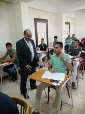 رئيس جامعة الوادى الجديد يتفقد سير الامتحانات بكليتي الآداب والتربية الرياضية