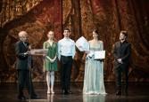 وزيرة الثقافة تهنئ فرح الديبانى على فوزها بجائزة افضل مغنية صاعدة من أوبرا باريس