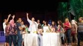 """نجوم عرض """"مكتوبلى اغنيلك"""" يحتفلون بعيد ميلاد الفنان مصطفي عبد السلام"""