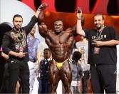 """"""" براندون كاري"""" يفوز بلقب مستر أولمبيا 2019 تحت إشراف مدرب عربي"""