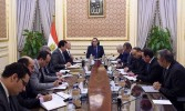 """رئيس الوزراء يُتابع جهود توطين صناعة """"التابلت"""" في مصر"""