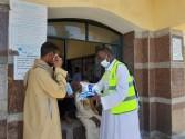 مستقبل وطن بأسوان يوزع كمامات علي عمال مشروع النظافة