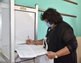 وزيرة الثقافة تدلى بصوتها في انتخابات الشيوخ