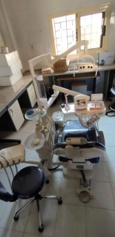 تزامنا مع اليوم العالمي لأطباء الأسنان..تركيب وحدة أسنان كاملة بالبحيرة