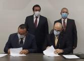 وزير التعليم العالي يستعرض تقريرًا حول جامعة المنصورة الجديدة الأهلية